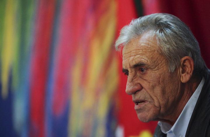 O secretário-geral do partido Comunista Português (PCP), Jerónimo de Sousa, discursa durante uma sessão pública sobre os direitos dos reformados, Évora, 14 de dezembro de 2018. NUNO VEIGA/LUSA