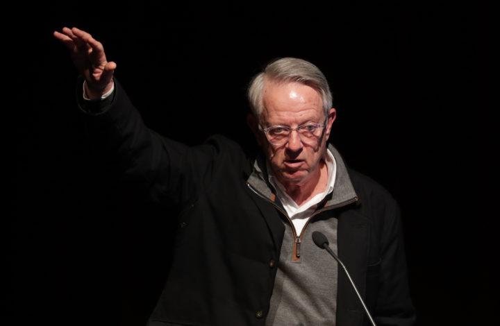 O professor norte-americano Walter Dean intervém durante a Conferência