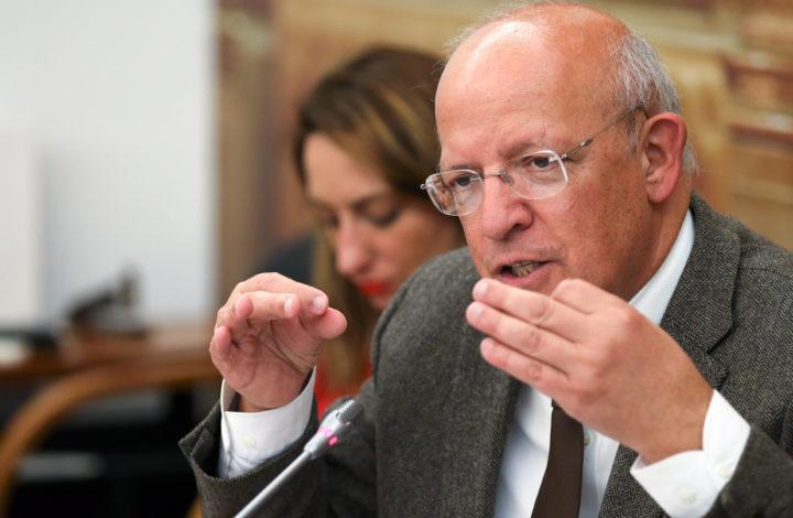 O ministro dos Negócios Estrangeiros, Augusto Santos Silva, durante a audição na Comissão de Negócios Estrangeiros e Comunidades Portuguesas, na Assembleia da República, Lisboa, 12 de março de 2019.   MANUEL DE ALMEIDA/LUSA