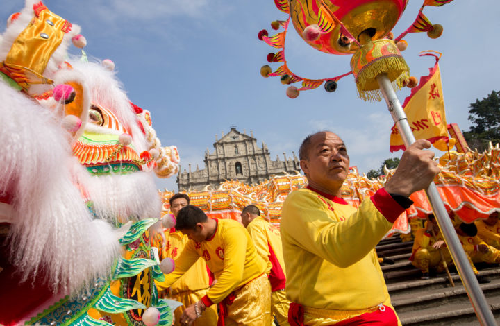 A group of dancers perform 'Liong' or dragon dance during the Chinese Lunar New Year celebrations at a temple in Macao, China, 16 February 2018.  CARMO CORREIA/LUSA