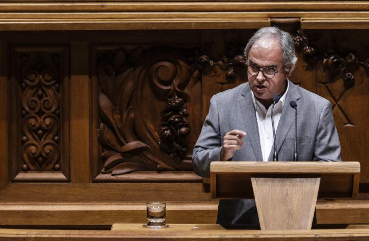 O deputado do Bloco de Esquerda (BE), José Manuel Pureza, intervém no debate parlamentar sobre o Orçamento do Estado para 2019, na Assembleia da República, em Lisboa, 29 de outubro de 2018. O Orçamento de Estado para 2019 (OE2019), já tem aprovação garantida na generalidade com os votos de PS, PCP, BE, PEV e PAN. MÁRIO CRUZ/LUSA