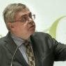 Mário Mesquita, da Entidade Reguladora para a Comunicação Social, discursa durante a cerimónia de abertura da conferência parlamentar