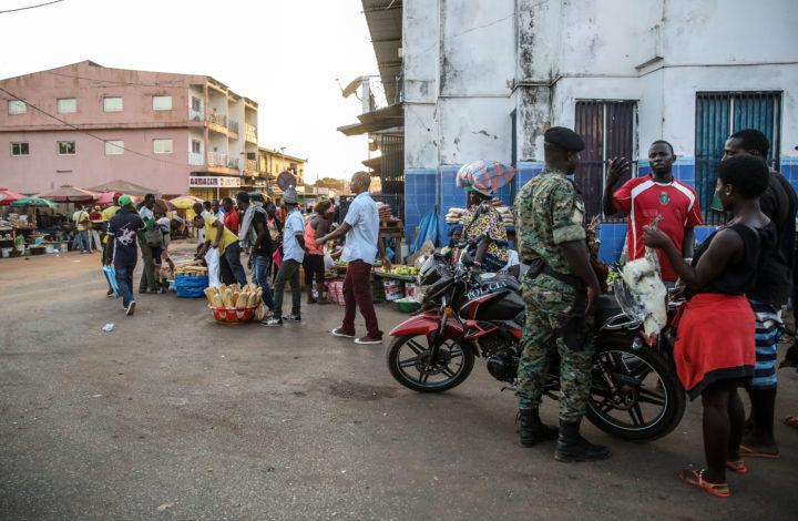 Comerciantes nas ruas de Bissau, Guiné-Bissau, 23 de novembro de 2019. ANDRÉ KOSTERS/LUSA