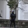 A PSP deteve hoje seis pessoas e apreendeu quatro armas ilegais de baixo calibre no bairro da Boavista e em outros de Lisboa, na operação que decorreu desde as 07:00, 27 de fevereiro em Lisboa. A operação envolveu cerca de uma centena de elementos de várias divisões da PSP, equipas de investigação criminal e do Corpo de Intervenção. TIAGO PETINGA/LUSA