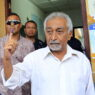 epa06729456 Secretary General of the Fretilin party Mari Alkatiri (C) shows his inked finger after casting his vote at a polling station during the parliamentary election in Dili, East Timor, also known as Timor Leste, 12 May 2018. The Fretilin party and Parliamentary Majority Alliance (AMP) with three political parties led by the CNRT are expected to lead the election. The country gained their independence from Indonesia in 2002.  EPA/ANTONIO DASIPARU